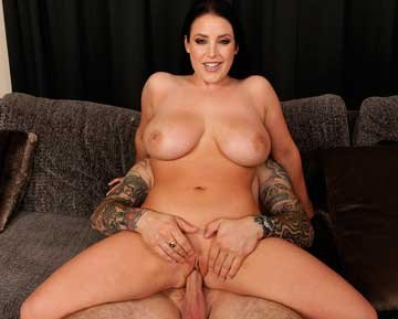 Angela White - Angela Loves Anal (2019) HD 2160p