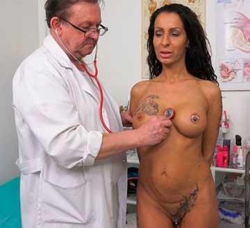 Kinky gyno exam and real orgasm of hot babe Valentina Sierra (2020) HD 1080p